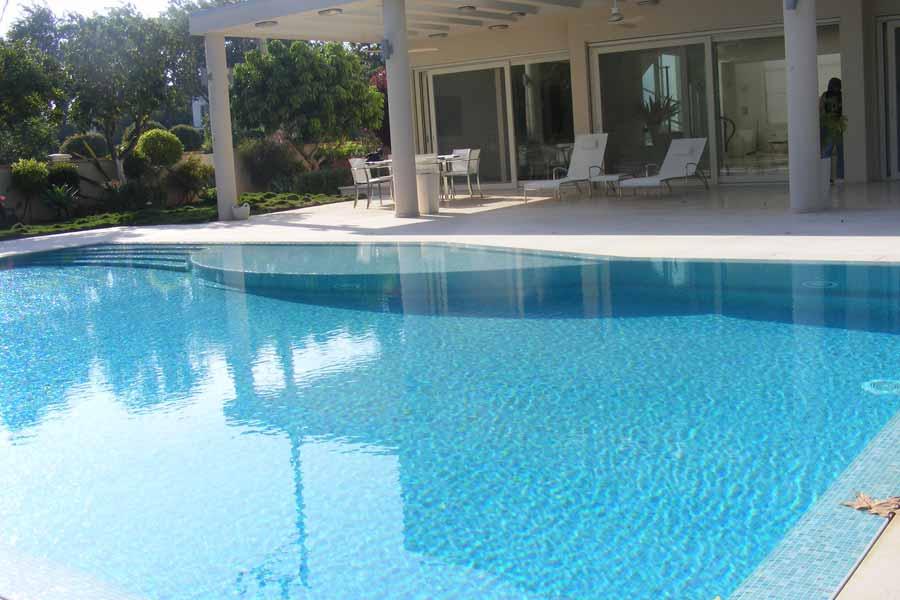 בריכת שחייה ביתית בטון - חיפוי פסיפס