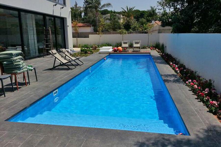 בריכת שחייה ביתית מתועשת חיפוי PVC